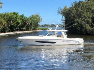 Used Boston Whaler Outrage 420 Sports Cruiser Boat For Sale