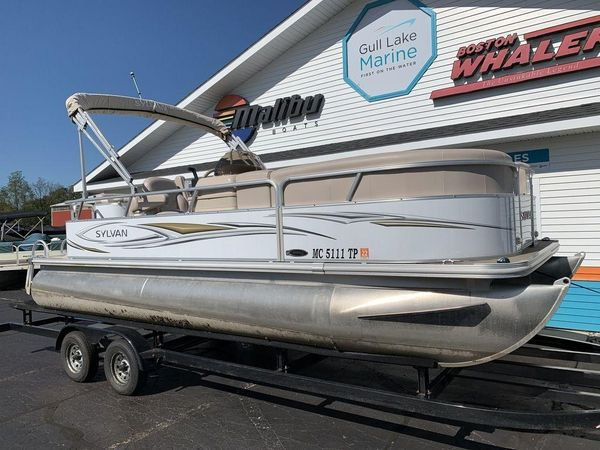Used Sylvan Mirage Cruise 820 CRMirage Cruise 820 CR Pontoon Boat For Sale