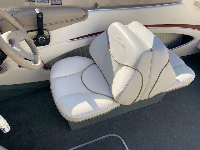 Awe Inspiring 2000 Used Bayliner 20522052 Cuddy Cabin Boat For Sale Caraccident5 Cool Chair Designs And Ideas Caraccident5Info
