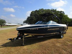 Used Moomba Mobius LSVMobius LSV Ski and Wakeboard Boat For Sale
