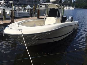 Used Hydra Sports 2500 Vector Center Console Fishing Boat For Sale
