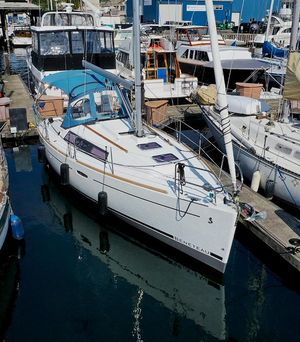 Used Beneteau Oceanis 31 Platinum Edition Racer and Cruiser Sailboat For Sale