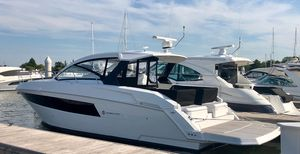 New Cruisers Yachts 390 Express Coupe Cruiser Boat For Sale