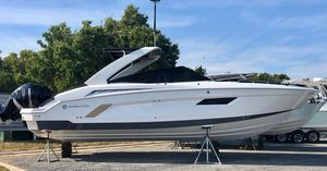 New Cruisers Yachts 338 CX Cruiser Boat For Sale