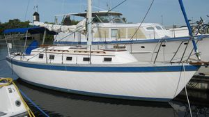 Used Endeavour 32 Racer and Cruiser Sailboat For Sale