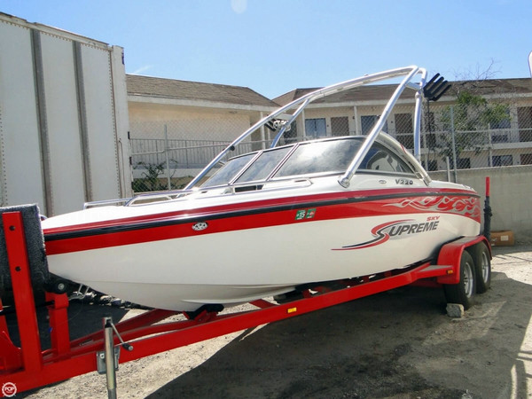 Used Ski Supreme V220 Sky Package Ski and Wakeboard Boat For Sale
