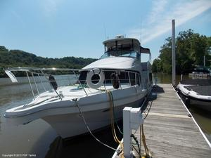 Used Bluewater Yachts 510 Motoryacht Cruiser Boat For Sale