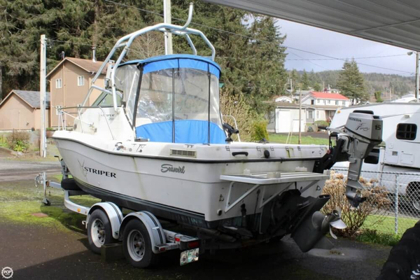 Used Seaswirl Striper 2100 WA Walkaround Fishing Boat For Sale
