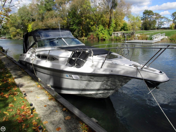 Used Regal Commodore 265 Express Cruiser Boat For Sale