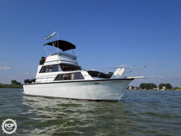 1989 used marinette 32 sedan flybridge sports fishing boat for Fishing boats for sale in michigan