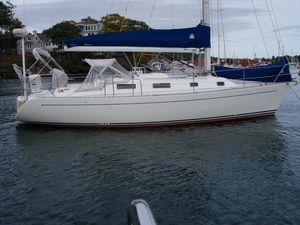 Used Freedom 35 Racer and Cruiser Sailboat For Sale