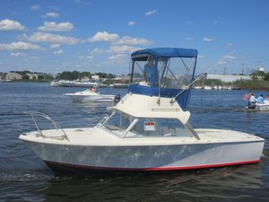 Used Bertram 25' Fly Bridge Saltwater Fishing Boat For Sale