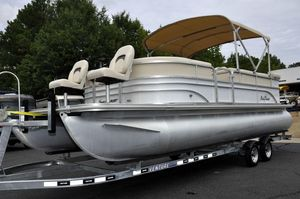 Used Sunchaser 8522 Classic Pontoon Boat For Sale