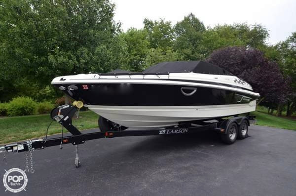 Used Larson LXi 238 Bowrider Boat For Sale
