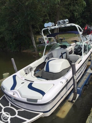 Used Correct Craft SPORT NAUTIQUE 216 Ski and Wakeboard Boat For Sale