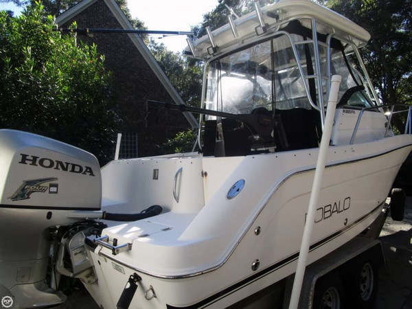 Used Robalo 225 FX Walkaround Fishing Boat For Sale