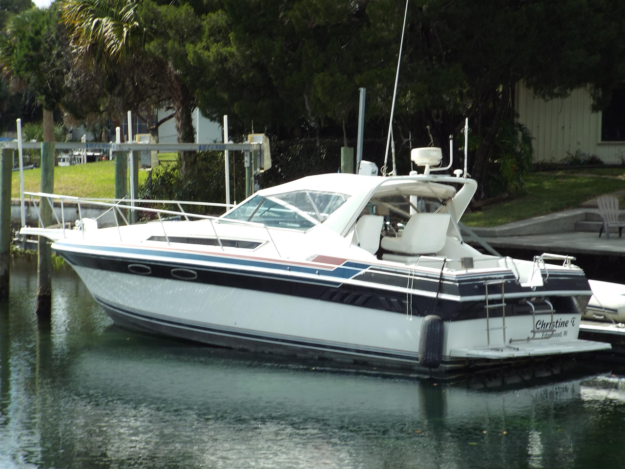 1987 Used Wellcraft St  Tropez 3200 Express Cruiser Boat