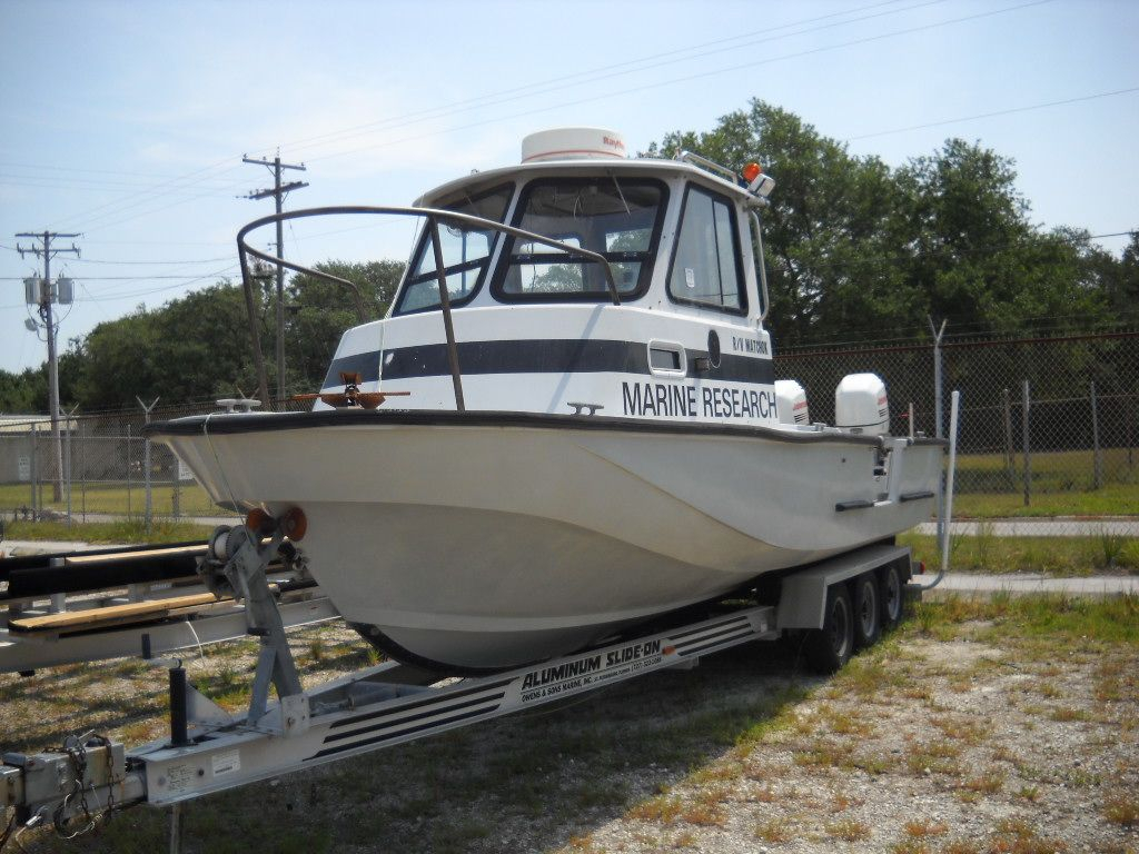1991 used boston whaler pilot house dive boat for sale 44 500 tampa fl. Black Bedroom Furniture Sets. Home Design Ideas