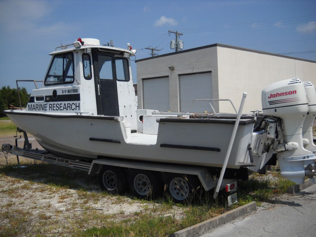 1991 used boston whaler pilot house dive boat for sale