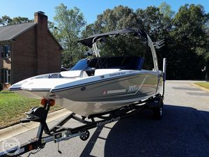 Used Mastercraft NXT 20 Ski and Wakeboard Boat For Sale