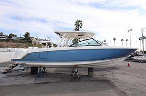 New Boston Whaler 320 Vantage320 Vantage Dual Console Boat For Sale