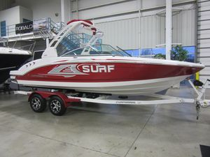 New Chaparral 23 Surf High Performance Boat For Sale