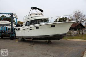 Used Carver 32 Express Cruiser Boat For Sale