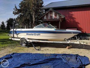 Used Mastercraft Prostar 205V Ski and Wakeboard Boat For Sale