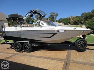 Used Mb Sports Tomcat F22 Ski and Wakeboard Boat For Sale
