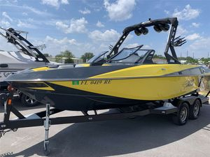 Used Axis Core Series T22Core Series T22 Ski and Wakeboard Boat For Sale