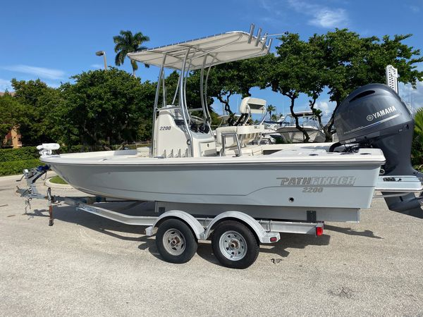 Used Pathfinder 2200 TRS2200 TRS Center Console Fishing Boat For Sale