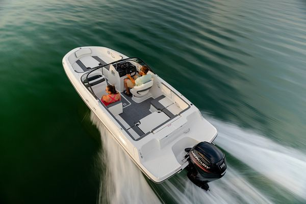New Bayliner VR4 Bowrider Boat For Sale