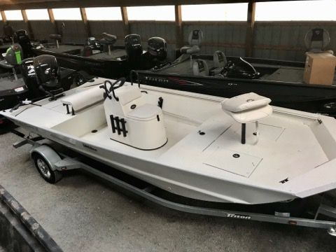 New Triton Boats 1862 CC Bay Center Console Fishing Boat For Sale