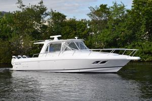 Used Intrepid Sport Yacht with Seakeeper Gyro Sports Cruiser Boat For Sale
