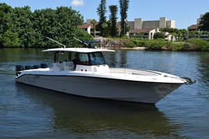 Used Hydra-Sports HCB 42 Siesta Center Console Fishing Boat For Sale