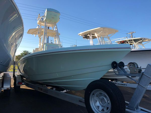 Used Pathfinder 2500 Hybrid2500 Hybrid Center Console Fishing Boat For Sale
