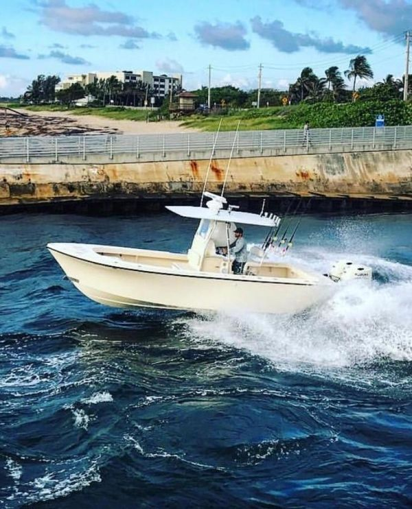 Used Parker 25SE Center Console Fishing Boat For Sale