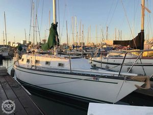 Used Hunter 33 Racer and Cruiser Sailboat For Sale
