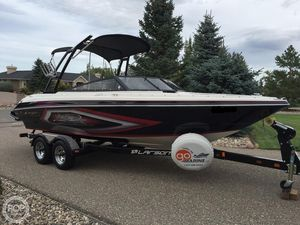 Used Larson 2300 LSR Ski and Wakeboard Boat For Sale
