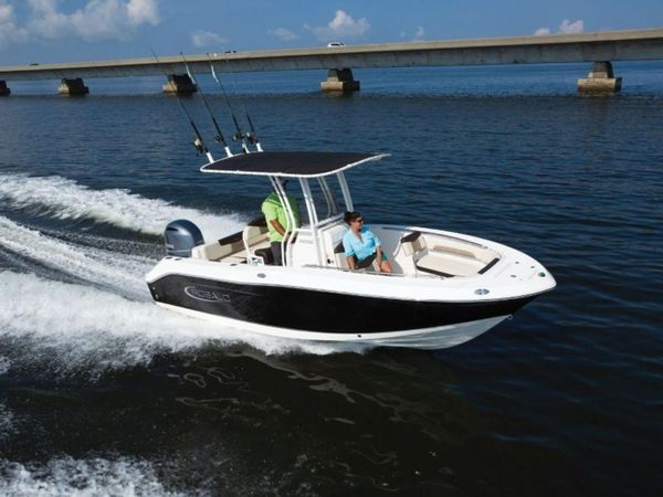 New Robalo R202EXR202EX Center Console Fishing Boat For Sale