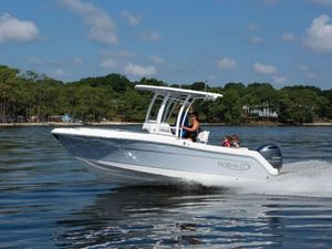 New Robalo R222EXR222EX Center Console Fishing Boat For Sale