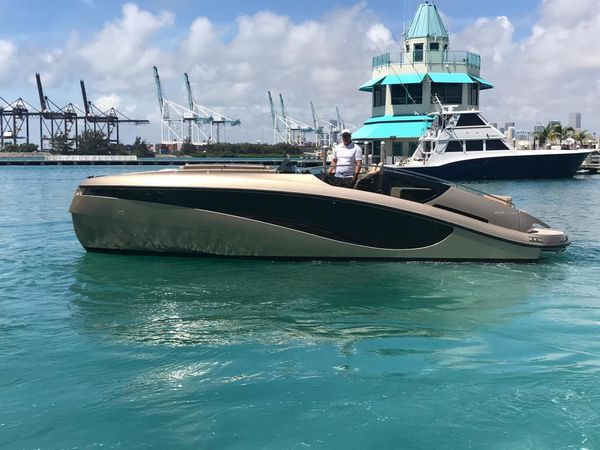 Used Wider 32 Motor Yacht For Sale