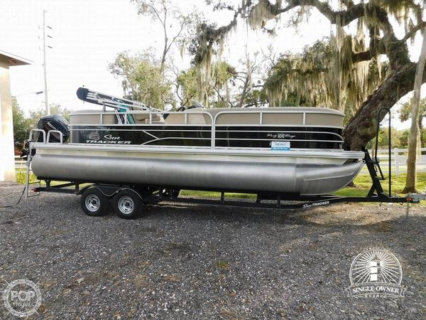 Used Sun Tracker 22 DLX Party Barge RF Pontoon Boat For Sale