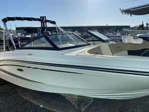 Used Sea Ray SPX210SPX210 Deck Boat For Sale