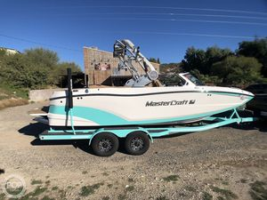 Used Mastercraft XT22 Ski and Wakeboard Boat For Sale