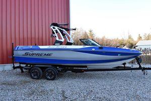 Used Supreme 238238 Ski and Wakeboard Boat For Sale