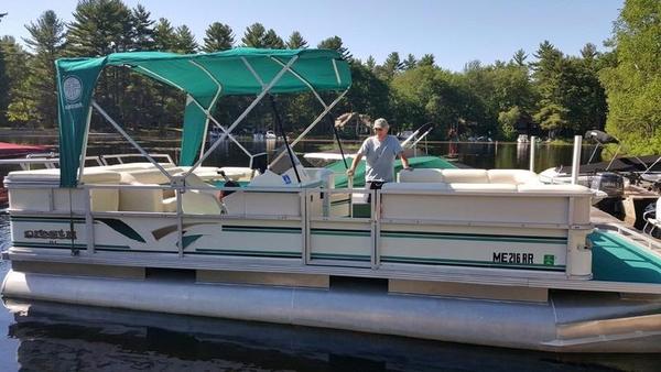 Used Crest 2DL Pontoon Boat For Sale