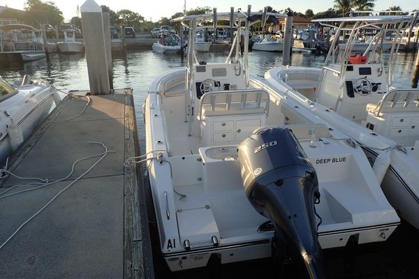 Used Cobia 237 CC237 CC Center Console Fishing Boat For Sale