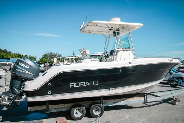 Used Robalo R220 Sports Fishing Boat For Sale