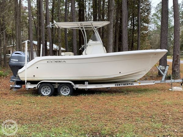 Used Cobia 220CC Center Console Fishing Boat For Sale